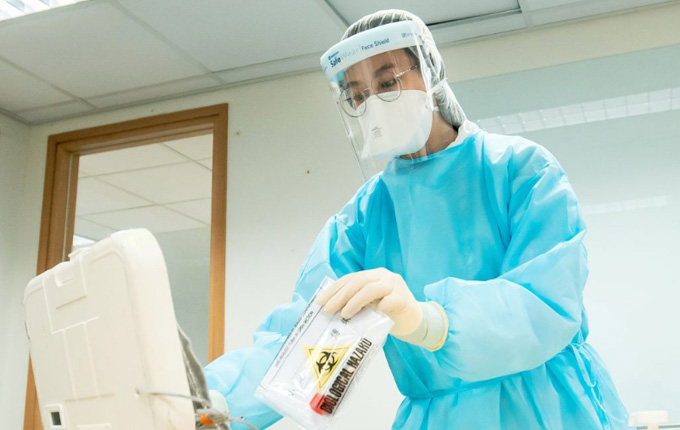Gabriel Leung: HK to decide on strategy for COVID-19 vaccine