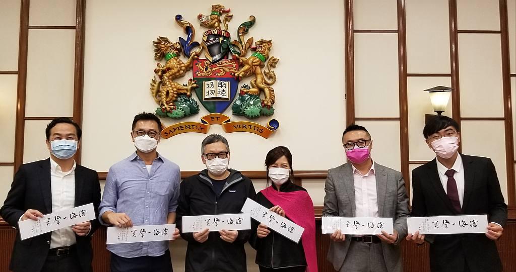 左起: 朱耀偉教授、黃宇瀚先生、吳俊雄博士、徐詠璇女士、陳啓泰醫生、梁迭起