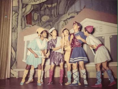 在香港大學演出的《仲夏夜之夢》(1962) A Midsummer Night's Dream (1962) performed at the University of Hong Kong