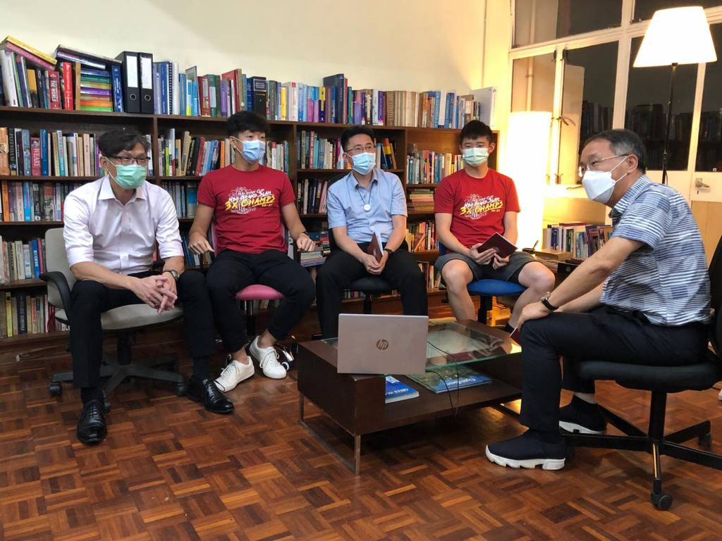 跨代父子對談。(左起:羅毅樑、羅智華、林建樂、林凱俊、楊北鎮)